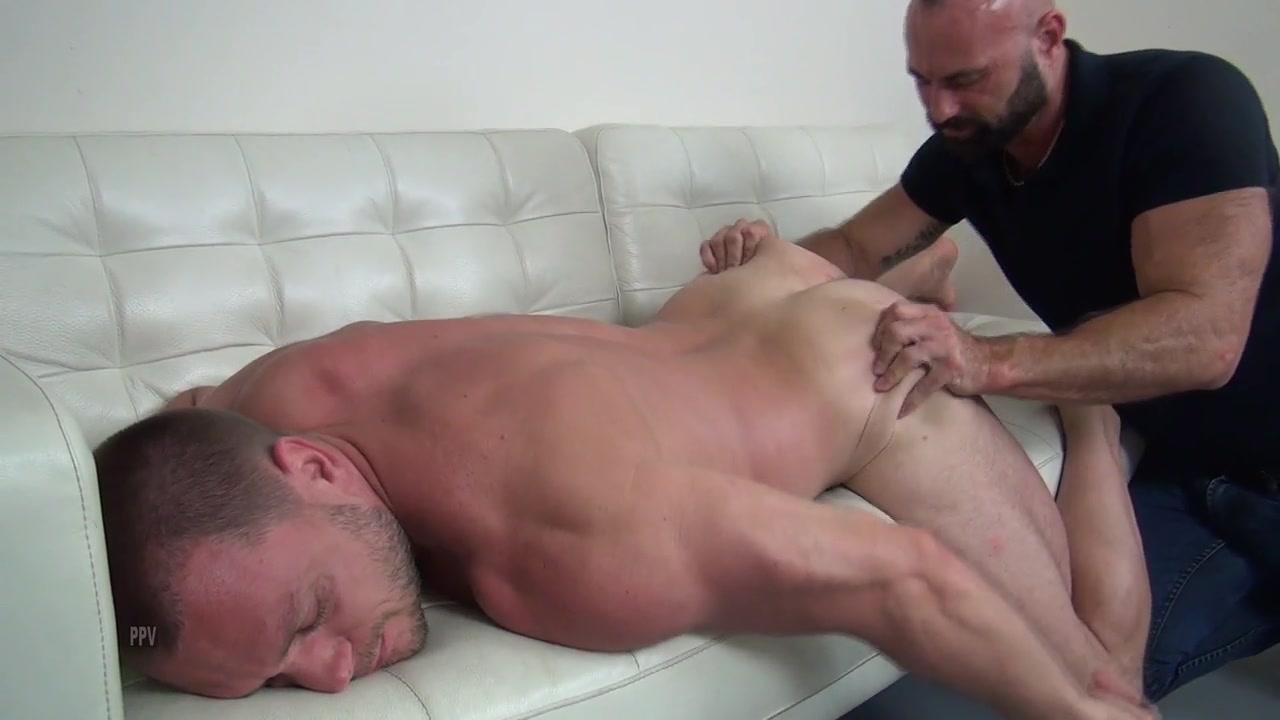 Collin O'Neal Fucks Hans Berlin Raw